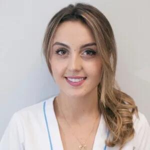 Andreea, Higienista en la Clínica Dental Barrutia